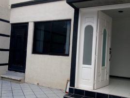 Foto de casa en renta en Zona de Oro, Celaya, Guanajuato, 15975578,  no 01