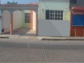 Foto de casa en venta en Rafael Hernández Ochoa, Coatzacoalcos, Veracruz de Ignacio de la Llave, 6893164,  no 01