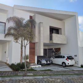 Foto de casa en venta en Lomas de Angelópolis II, San Andrés Cholula, Puebla, 20380493,  no 01