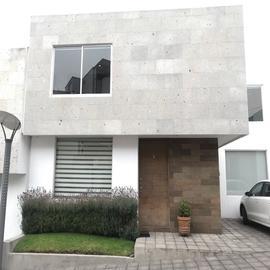 Foto de casa en venta en avenida de los cisnes , lago de guadalupe, cuautitlán izcalli, méxico, 0 No. 01