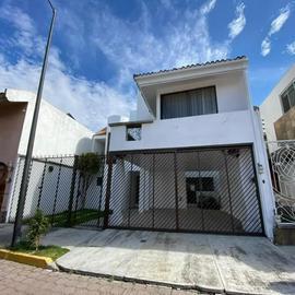 Foto de casa en venta en  , jardines de zavaleta, puebla, puebla, 0 No. 01
