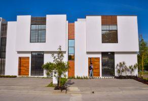 Foto de casa en venta en Colima Centro, Colima, Colima, 16507713,  no 01