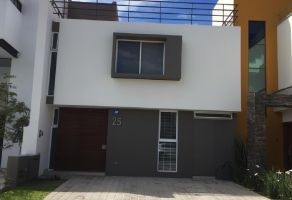 Foto de casa en venta en Arcos de la Cruz, Tlajomulco de Zúñiga, Jalisco, 15285345,  no 01