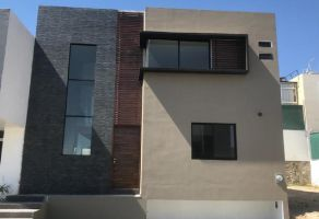 Foto de casa en venta en Arcos de la Cruz, Tlajomulco de Zúñiga, Jalisco, 9577554,  no 01