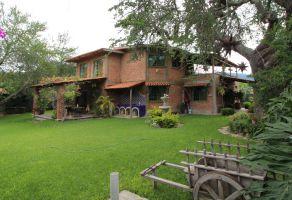 Foto de casa en venta en San Pedro Tesistán, Jocotepec, Jalisco, 6651700,  no 01