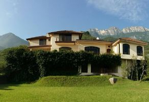 Foto de casa en venta en Antigua Hacienda San Agustin, San Pedro Garza García, Nuevo León, 21864637,  no 01