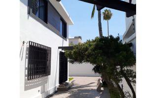 Foto de casa en venta en Altavista Sur, Monterrey, Nuevo León, 15474105,  no 01