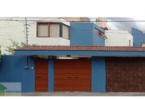 Foto de casa en venta en Nueva Chapultepec, Morelia, Michoacán de Ocampo, 21476581,  no 01