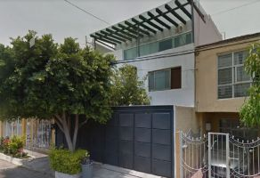 Foto de casa en venta en Jardines Alcalde, Guadalajara, Jalisco, 16145637,  no 01