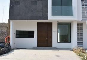 Foto de casa en venta en avenida casa fuerte , el alcázar (casa fuerte), tlajomulco de zúñiga, jalisco, 0 No. 01