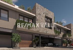 Foto de casa en venta en avenida vergel , avándaro, valle de bravo, méxico, 0 No. 01