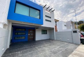 Foto de casa en venta en Arcos de la Cruz, Tlajomulco de Zúñiga, Jalisco, 13703948,  no 01
