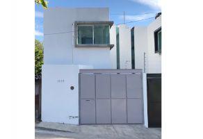 Foto de casa en venta en Colomos Independencia, Guadalajara, Jalisco, 6950074,  no 01