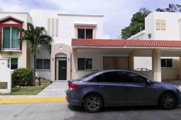 Foto de casa en venta en  00, privanzas, carmen, campeche, 2777329 No. 01