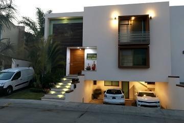 Foto de casa en venta en avenida universidad , puerta del bosque, zapopan, jalisco, 0 No. 01