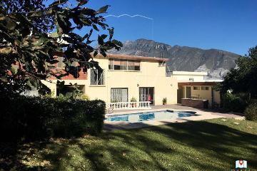 Foto de casa en venta en  , jardines coloniales 1er sector, san pedro garza garcía, nuevo león, 2729169 No. 01