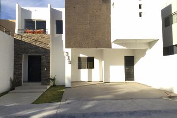 Foto de casa en venta en  , los gonzález, saltillo, coahuila de zaragoza, 1667782 No. 01