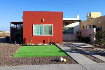 Foto de casa en venta en  , el centenario, la paz, baja california sur, 2367067 No. 01