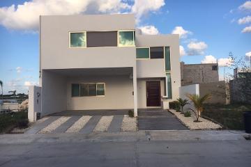 Foto de casa en venta en  , residencial del lago, carmen, campeche, 2768361 No. 01