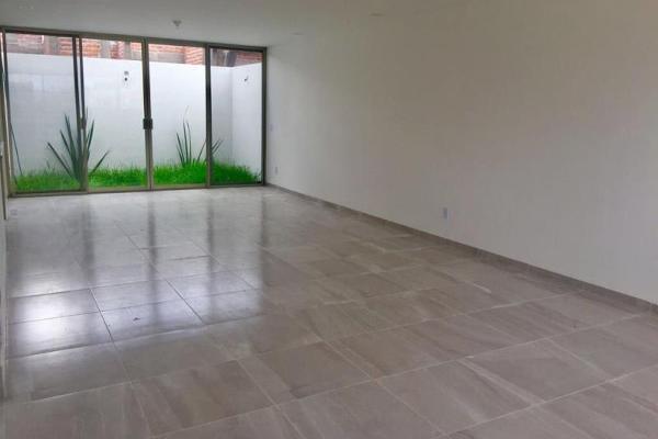 Foto de casa en venta en 1 1, fraccionamiento villas del sol, irapuato, guanajuato, 8842059 No. 02