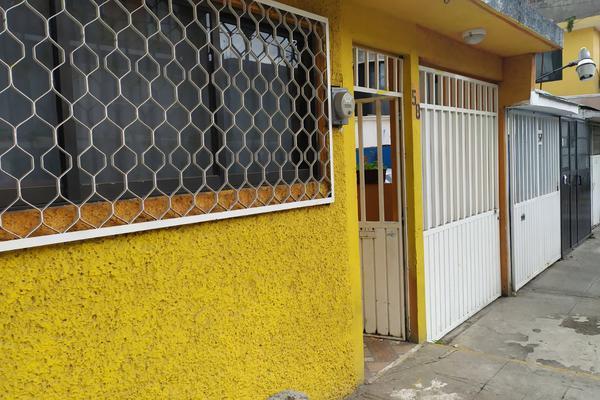 Foto de casa en venta en 1a. de casimiro del valle , unidad vicente guerrero, iztapalapa, df / cdmx, 0 No. 02