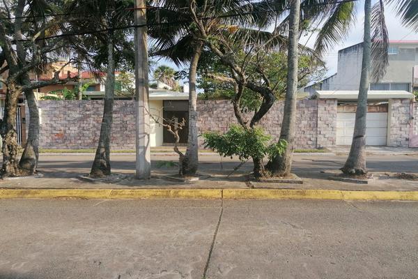 Foto de casa en venta en adolfo lópez mateos , petrolera, coatzacoalcos, veracruz de ignacio de la llave, 20202415 No. 02