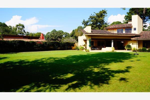 Foto de casa en venta en  , avándaro, valle de bravo, méxico, 6184652 No. 02