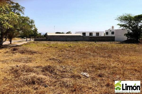 Foto de terreno habitacional en venta en avenida constitución , victoria, colima, colima, 0 No. 02
