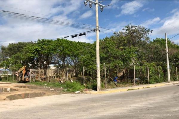 Foto de terreno habitacional en venta en avenida fonatur y avenida huayacan . , colegios, benito juárez, quintana roo, 0 No. 03