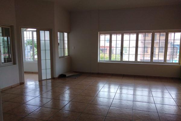 Foto de casa en venta en avenida francisco i. madero , el moralete, colima, colima, 0 No. 02