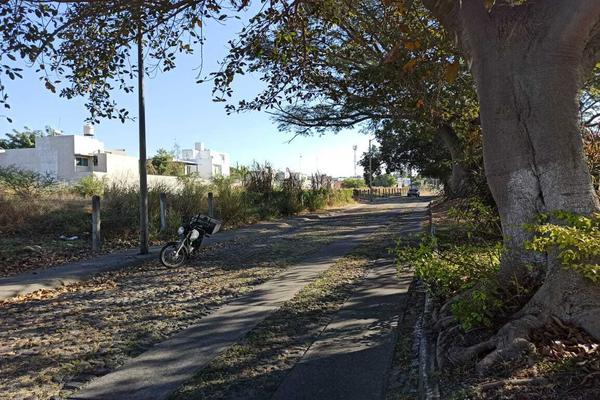 Foto de terreno habitacional en venta en avenida la paz 12 , parque royal, colima, colima, 18748878 No. 04