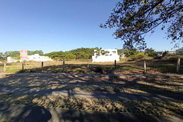 Foto de terreno habitacional en venta en avenida la paz 13 , parque royal, colima, colima, 18748891 No. 04