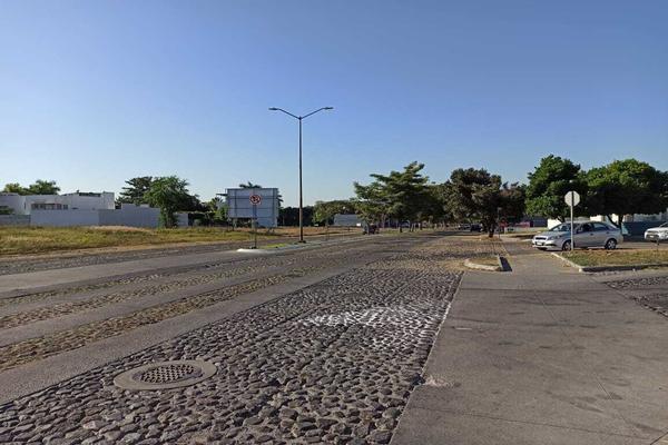 Foto de terreno habitacional en venta en avenida la paz 14 , parque royal, colima, colima, 18748887 No. 01