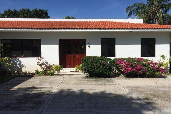 Foto de casa en venta en buenavista kilometro 10.5 , evergreén, carmen, campeche, 14036759 No. 01