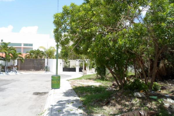 Foto de terreno habitacional en venta en  , campestre, benito juárez, quintana roo, 2634403 No. 02