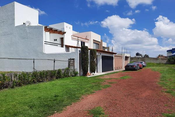Foto de casa en renta en casa en venta en metepec edo. de méx. a unos pasos de avenida lerma- sor juana con acceso rapido a l , valle del cristal, metepec, méxico, 21045547 No. 02