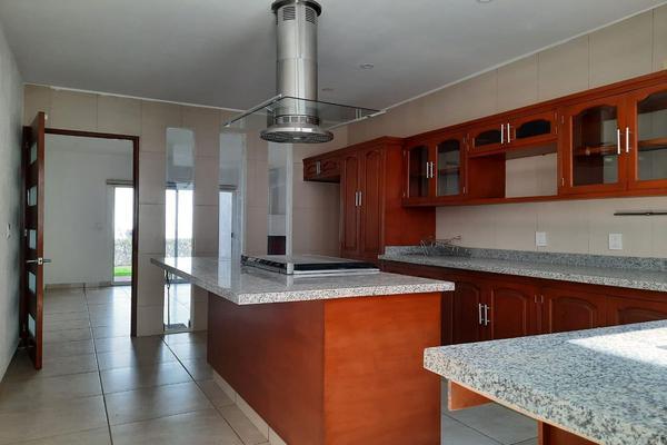 Foto de casa en renta en casa en venta en metepec edo. de méx. a unos pasos de avenida lerma- sor juana con acceso rapido a l , valle del cristal, metepec, méxico, 21045547 No. 21