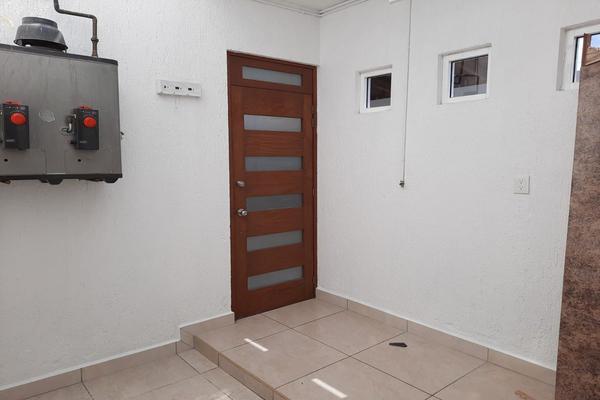 Foto de casa en renta en casa en venta en metepec edo. de méx. a unos pasos de avenida lerma- sor juana con acceso rapido a l , valle del cristal, metepec, méxico, 21045547 No. 22