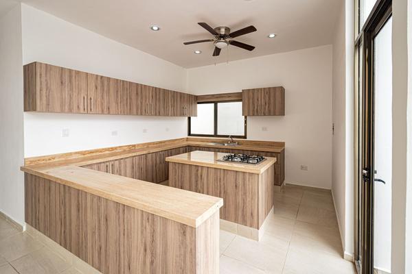 Foto de casa en venta en  , chichi suárez, mérida, yucatán, 8187478 No. 01