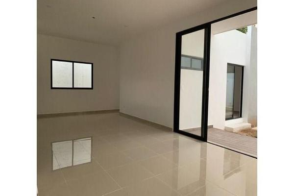 Foto de casa en venta en  , cholul, mérida, yucatán, 14026151 No. 02