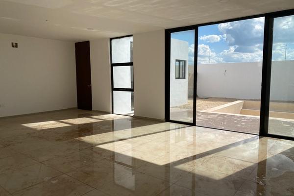 Foto de casa en venta en  , cholul, mérida, yucatán, 14026163 No. 02