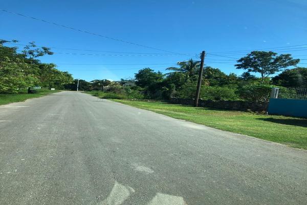 Foto de terreno habitacional en venta en coahuila sur , calderitas, othón p. blanco, quintana roo, 19634066 No. 02