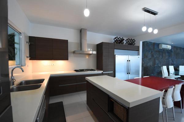 Foto de casa en venta en  , cumbres elite sector villas, monterrey, nuevo león, 20523718 No. 02