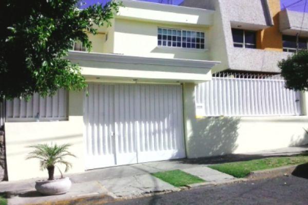 Casa en viveros de la loma en venta id 1727742 for Viveros en colima