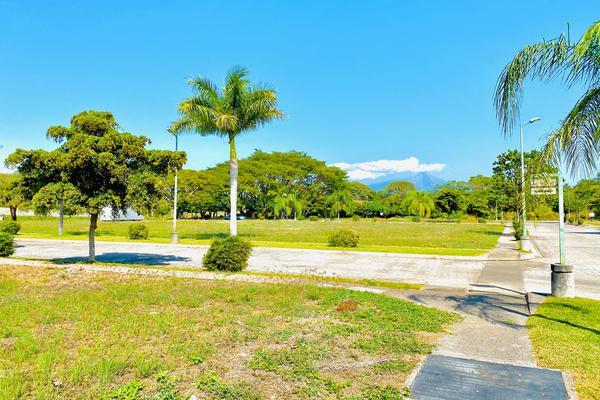 Foto de terreno habitacional en venta en el vizcaíno , colinas de santa fe, colima, colima, 17171566 No. 02