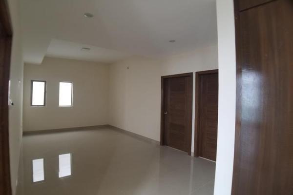 Foto de casa en venta en  , fraccionamiento lagos, torreón, coahuila de zaragoza, 16199910 No. 03