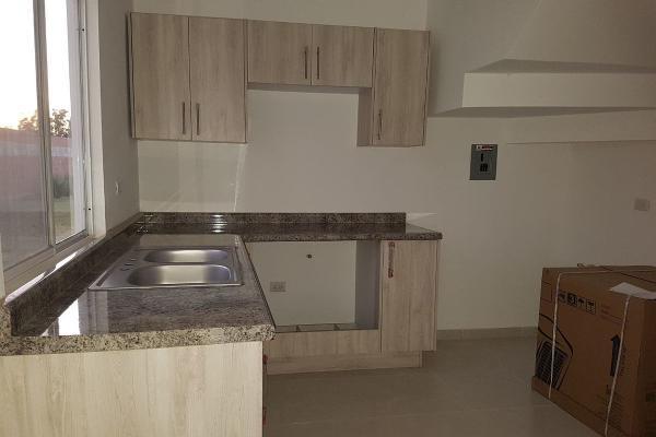 Foto de casa en venta en  , fraccionamiento villas del renacimiento, torreón, coahuila de zaragoza, 4264036 No. 02