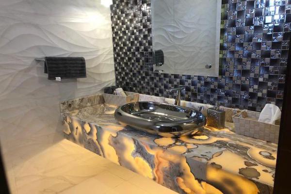 Foto de casa en venta en  , fraccionamiento villas del renacimiento, torreón, coahuila de zaragoza, 8450122 No. 02