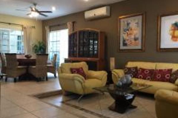 Foto de casa en venta en  , jardines cancún, benito juárez, quintana roo, 8880165 No. 02