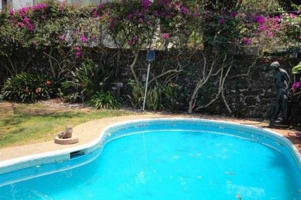 Foto de casa en venta en  -, jardines de ahuatepec, cuernavaca, morelos, 1974988 No. 02